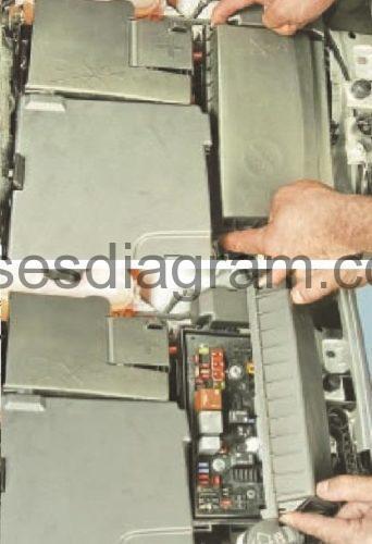 Fuse box Opel/Vauxhall Astra J