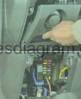 En-CorsaD-blok-salon-3 Where Is The Fuse Box In Corsa D on